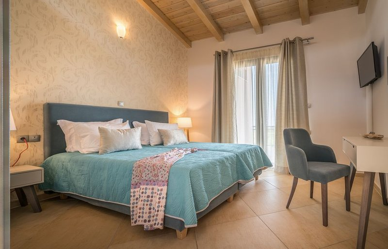 Merovigli 4 Bedroom Villa with Private Pool and Sea Views, casa vacanza a Neromilos