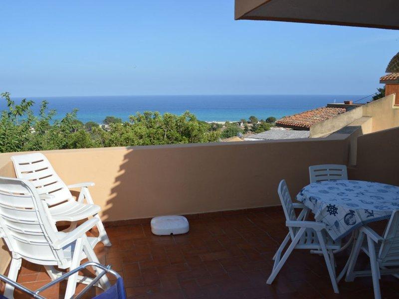 Bilocale con bellissima vista a pochi passi dal mare, vacation rental in Costa Rei