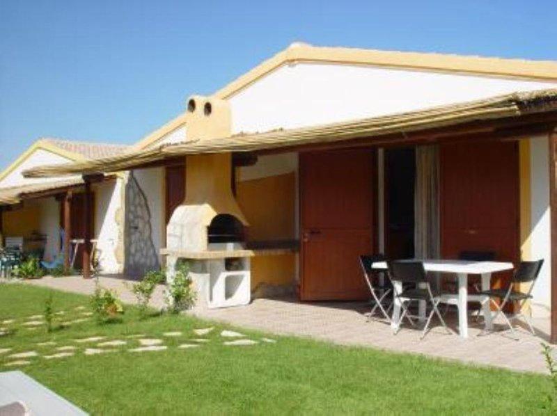 Villetta di nuova costruzione, bifamiliare in villaggio residenziale, location de vacances à Santa Maria Coghinas