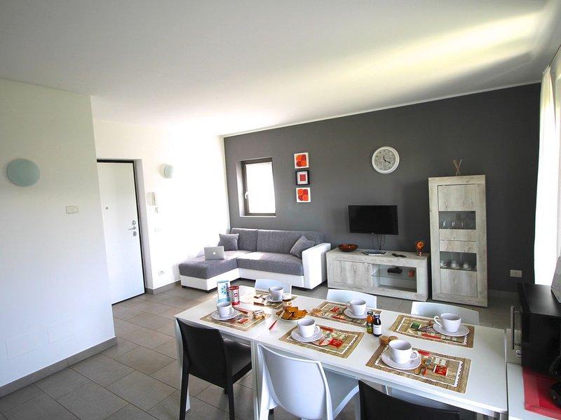 Casa indipendente a Colico centro, Lago di Como.6 persone, 3 camere, 2 bagni. – semesterbostad i Colico