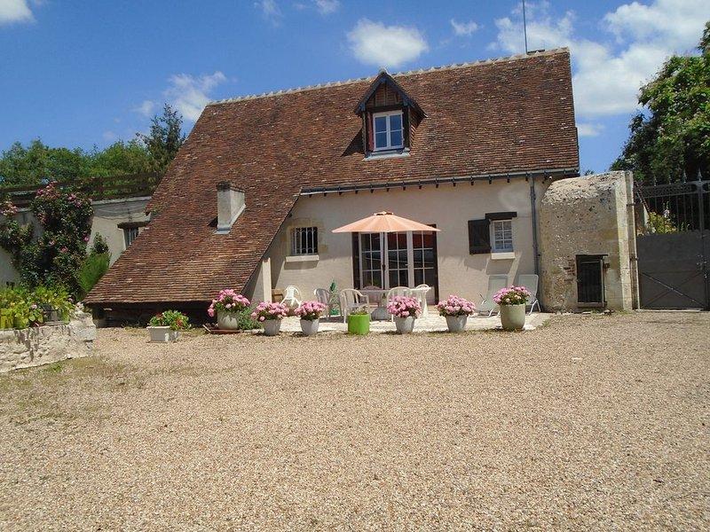AU COEUR DES CHATEAUX  DEMEURE 18° 3* 5 personnes - espace boisé clos, holiday rental in Loire Valley