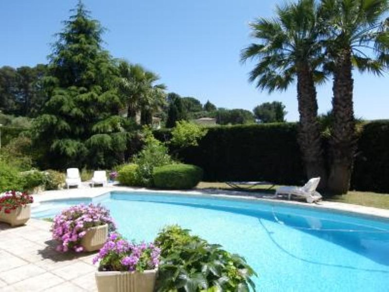 MAISON SPACIEUSE LUMINEUSE Proximité SANARY, location de vacances à Évenos