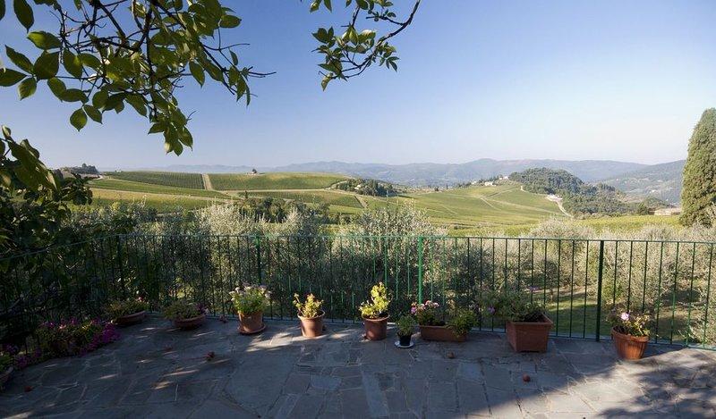 Villa con piscina con magnifico panorama, 22 km da Firenze, alquiler vacacional en Pelago