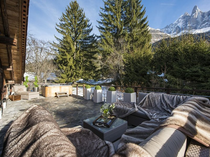 Hip Chalet in Chamonix - Original chalet with hot tub and vast living space, holiday rental in Les Praz-de-Chamonix