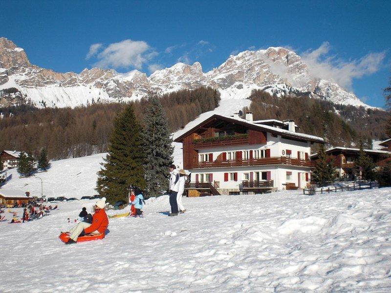 Panoramico, tranquillo, a meno di 1 km dal centro, vacation rental in Province of Belluno