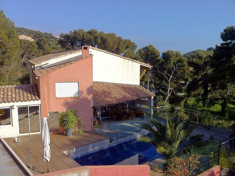 Maison d'architecte en bord de mer, holiday rental in Carry-le-Rouet