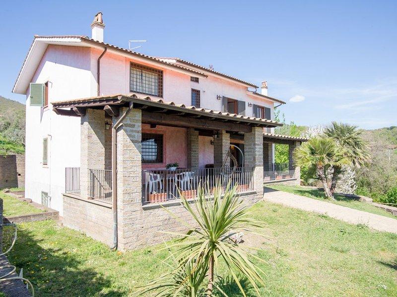 Magnifica Villa Con Vista Sul Lago E Grande Giardino, holiday rental in Trevignano Romano
