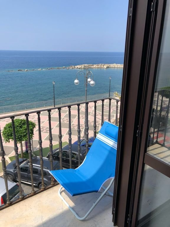 Historische woonkamer balkon (met uitzicht op de kust) van Diamante)