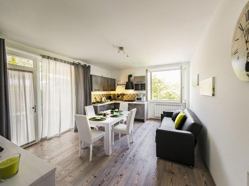 Casa Miramonti - nuovo appartamento per magnifica vacanza nel borgo di Tremosine, holiday rental in Lake Garda