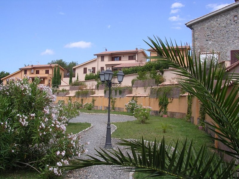 Ferienwohnung in Reihenhaus mit Terrasse und Panorama Blick, 3raum 6 Personen, holiday rental in Pomaia