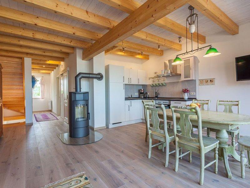 Viel Platz für große Familien und Gruppen auf zwei Stockwerken, holiday rental in Krakow am See