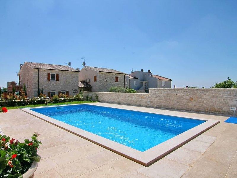 alleinstehendes Ferienhaus Nada 4 mit privatem Pool, Meerblick, Klima und WLan, holiday rental in Kastelir