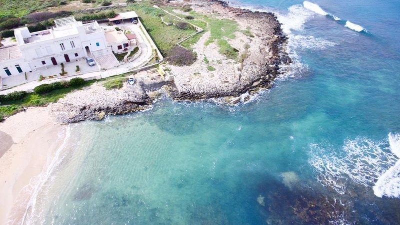 Frisch restaurierte Ferienwohnung mit diversen Extras, direkt am Strand, 5 P., casa vacanza a Costa Merlata