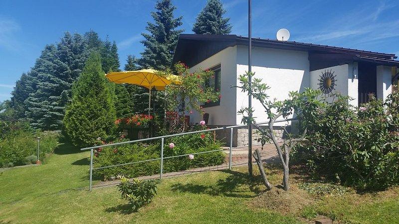 Ferienhaus in parkähnlichem Privatgrundstück, aluguéis de temporada em Stuetzengruen