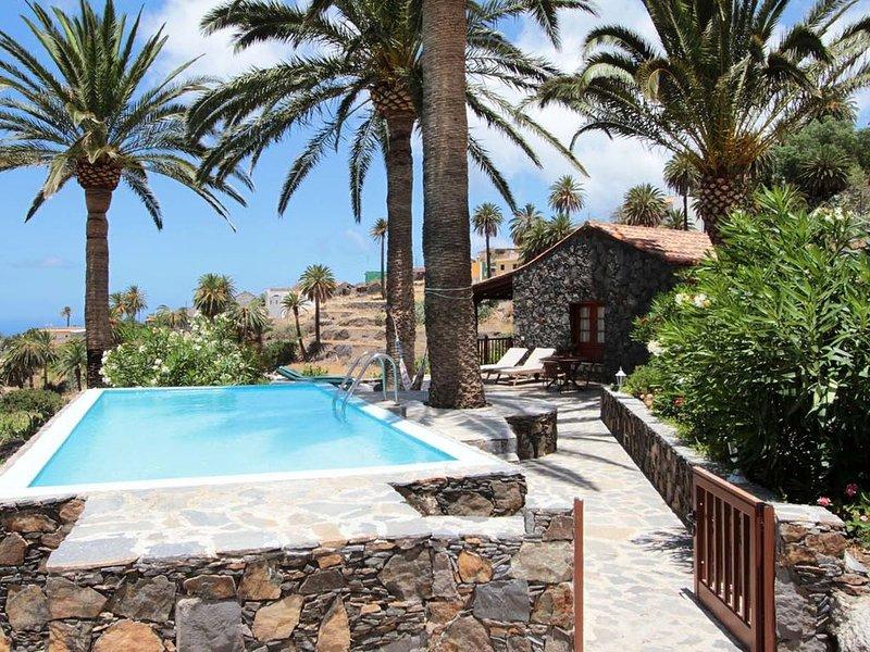 Großes Ferienhaus mit Pool und in Alleinlage, vacation rental in La Gomera