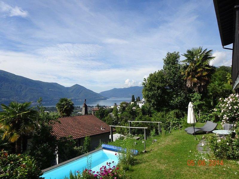 Casa Belsito, Orselina / Locarno, lago virado a sul, palmeiras, piscina e vistas panorâmicas