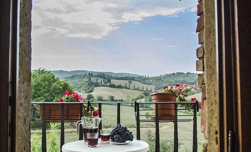 Ferienwohnung im 1e Stock mit romantischem Balkon und bezauberndem Blick, holiday rental in Abbadia di Montepulciano