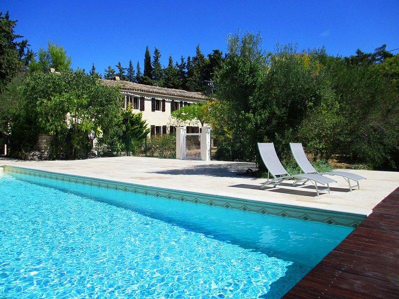 Mas provençal à Uzès: piscine 12X8, 2 grandes chambres, terrasse, jardin, WIFI, vacation rental in Sanilhac-Sagries