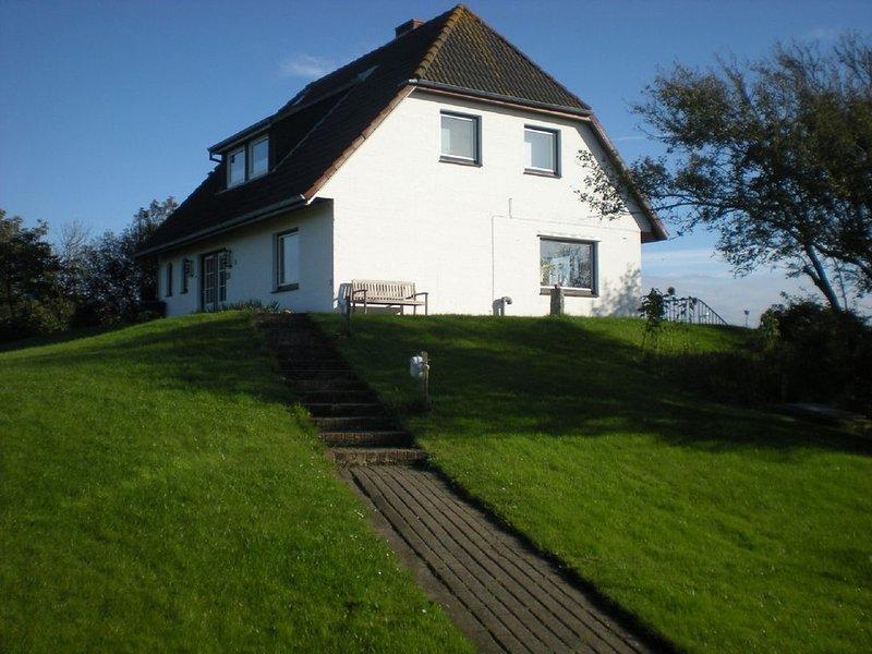 Großzügig eingerichtete Ferienwohnung mit Panoramablick über die Insel., holiday rental in Pellworm