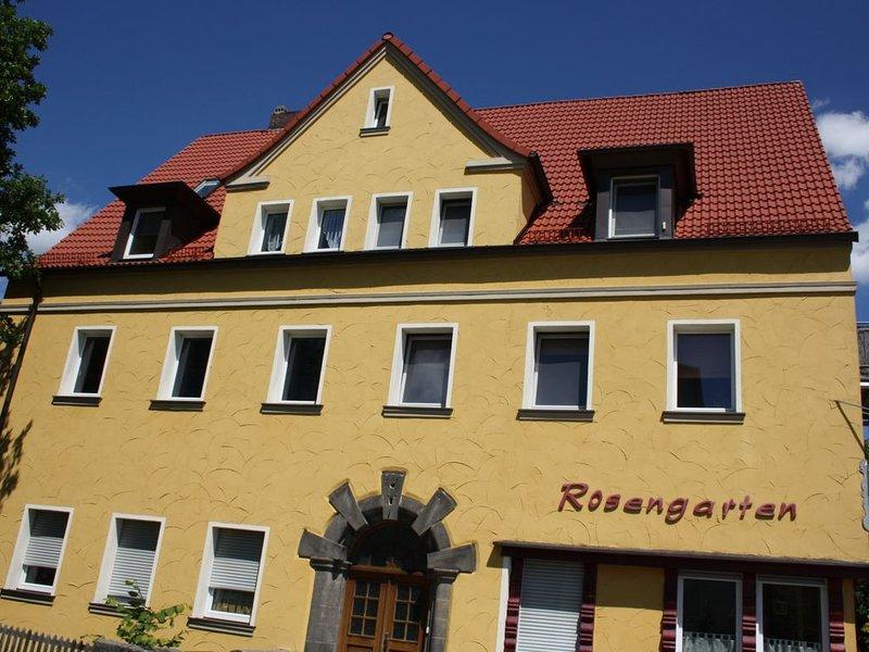 R2 Zentrumsnah Bayreuth, Balkon,Wifi- Parken-Frei, Ruhige Lage,  Helle Zimmer, holiday rental in Bayreuth
