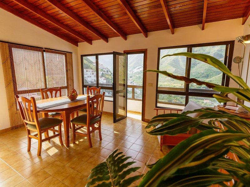 Grosses Haus mit tollem Blick, holiday rental in Hoya de Pineda