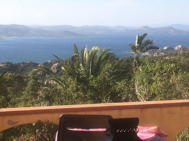Ferienhaus mit Panoramablick an der Costa Smeralda, vacation rental in Poltu Quatu