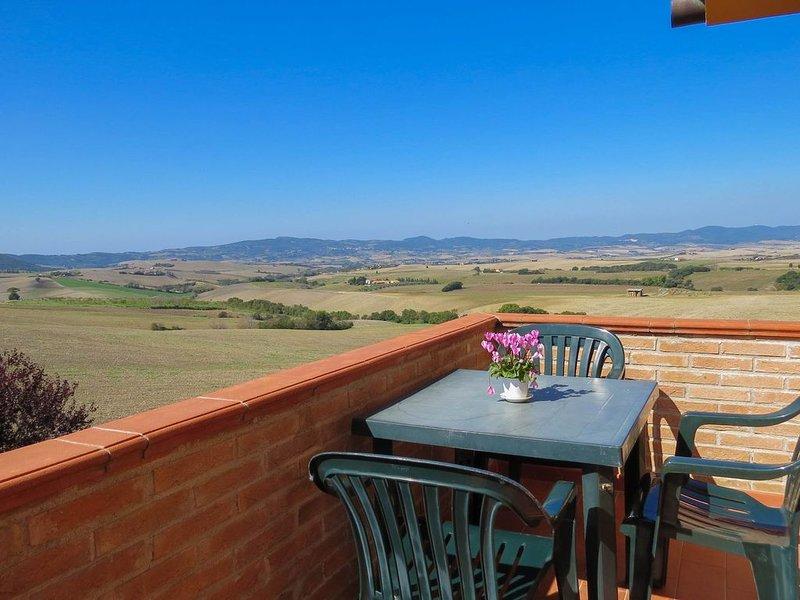 Ferienwohnung in Reihenhaus mit Terrasse und Panorama Blick. Dreiraum 4 Personen, holiday rental in Pomaia