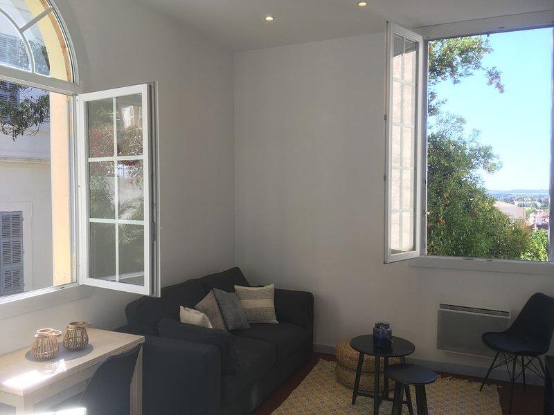 Maison indépendante à 10 mn du coeur de Hyères, location de vacances à Hyères