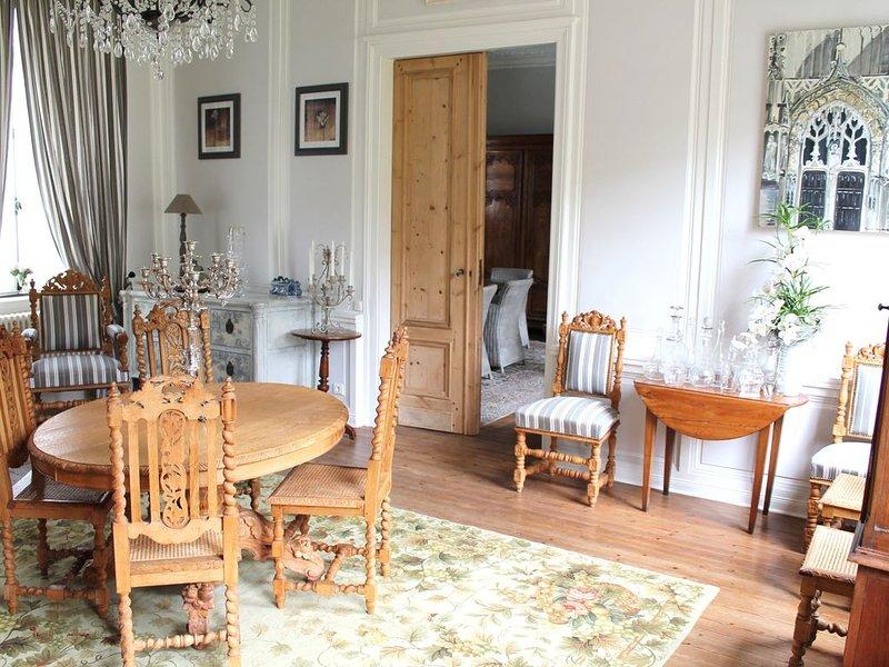 Grande maison de charme 5 chambres au cœur de Montreuil-sur-Mer, holiday rental in Buire-le-Sec