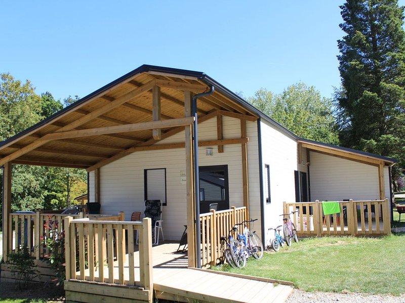 Chalet 6/8p dans petit camping familial, holiday rental in Merdrignac