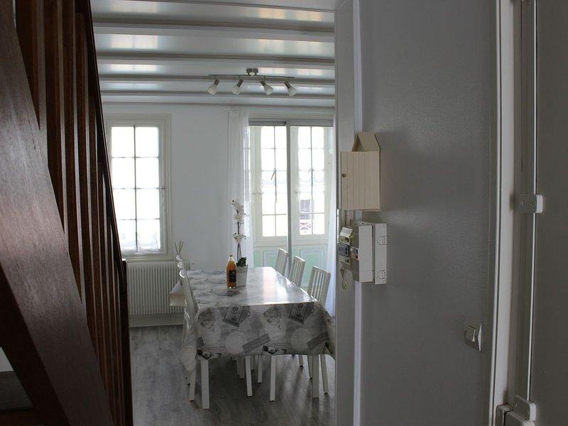 Duplex dans villa historique à Mers les Bains à 30m de la plage 4-7 personnes, holiday rental in Eu