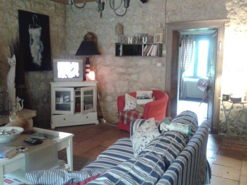 Maison de Campagne restaurée, dans l'esprit ' Campagne ' Charme ', location de vacances à Jau-Dignac-et-Loirac