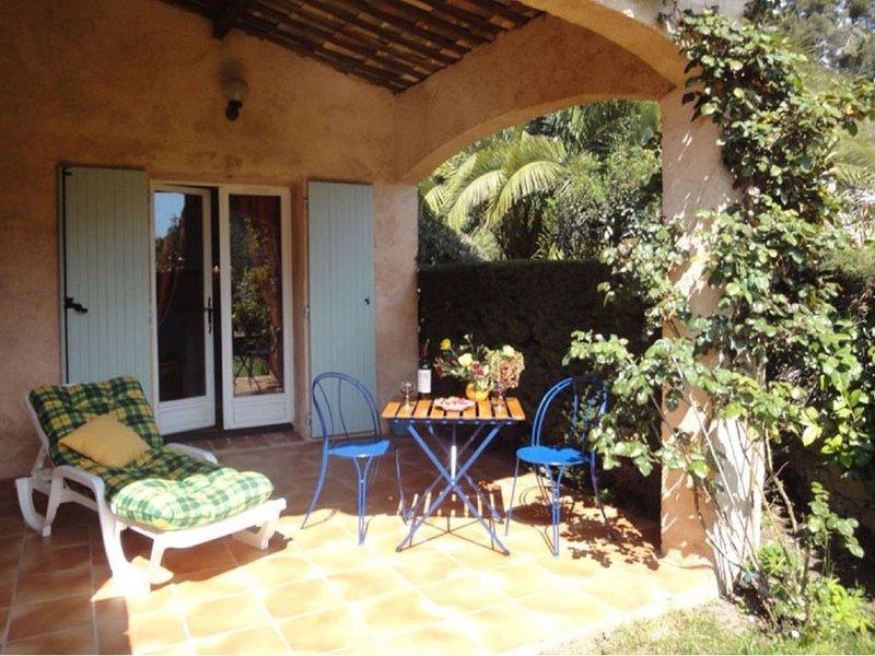 Dans une magnifique villa studio 2 personne avec sa terasse et jardin, vacation rental in St-Paul-de-Vence