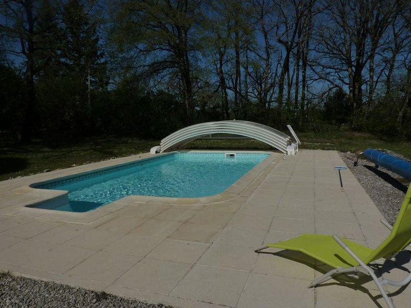 Gîte proximité Lascaux, vallée de la Dordogne, tout confort avec piscine, holiday rental in La Bachellerie