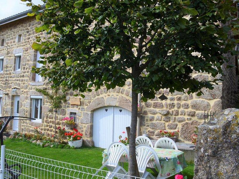 SUPERBE GITE DE FRANCE DEP. 63, TB EQUIPE, WIFI FIBRE, IDEAL FAMILLES, AU CALME, location de vacances à Montbrison