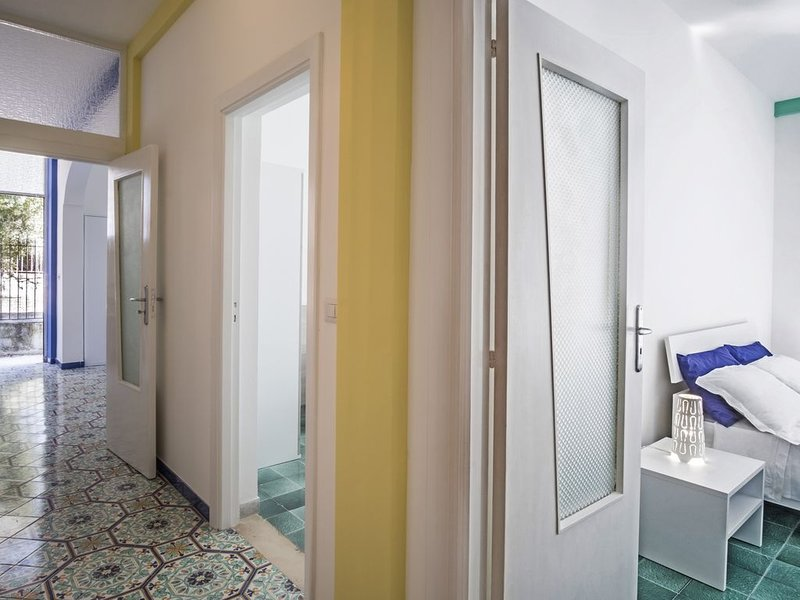 PRIVATE HOUSE VITTORIA WITH TERRACE AND PARKING, alquiler de vacaciones en Nerano