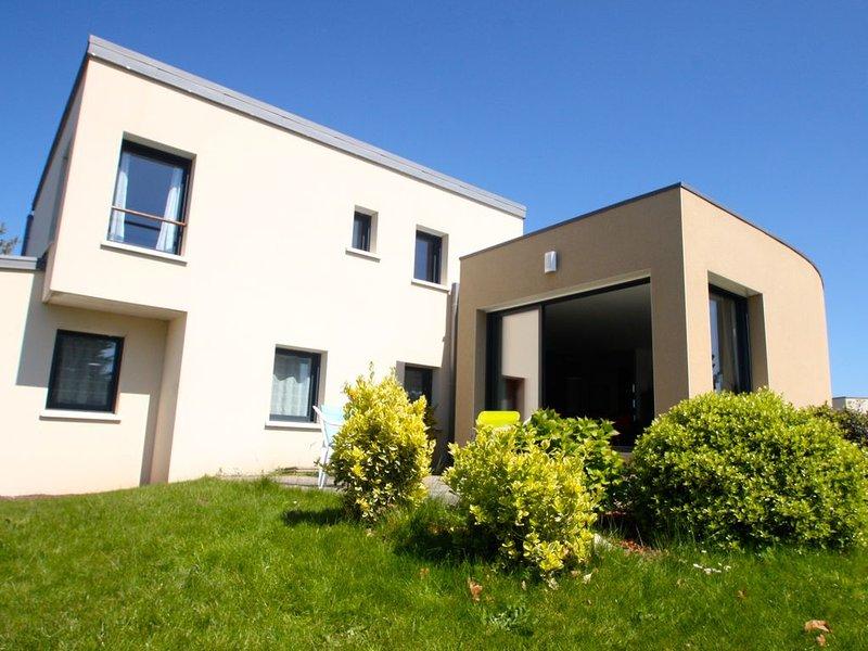 Maison vue Mer - Côte de Granit Rose - Proche Golf 18 trous - 8pers - 4 Ch., casa vacanza a Pleumeur Bodou