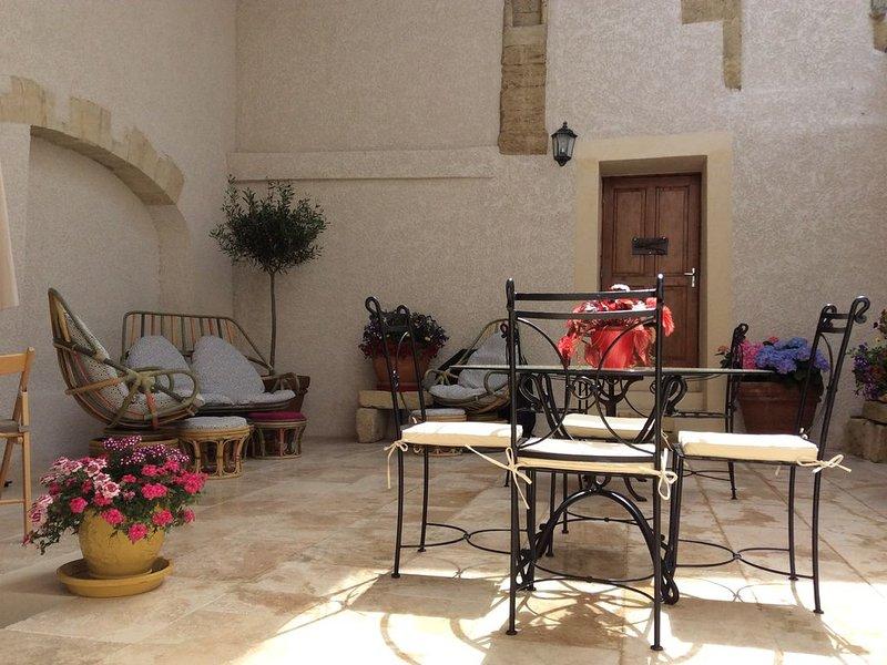 'Chez REMYETTE'    Gîte au coeur de la camargue en Occitanie., vacation rental in Franquevaux