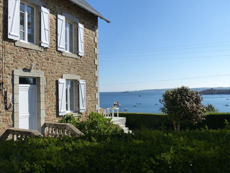 Maison familiale bretonne avec splendide vue sur mer, location de vacances à Henvic