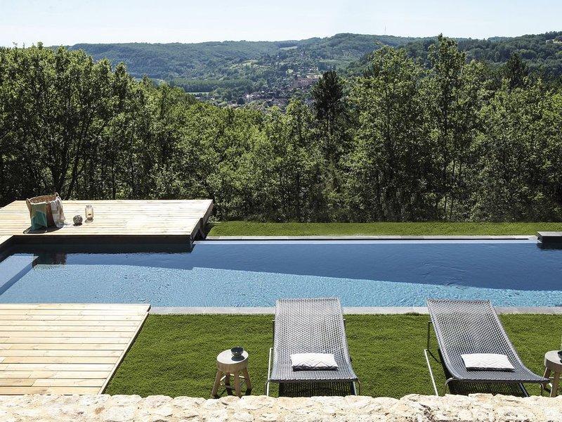 Sublime Villa au coeur du Périgord noir avec piscine, holiday rental in Castels