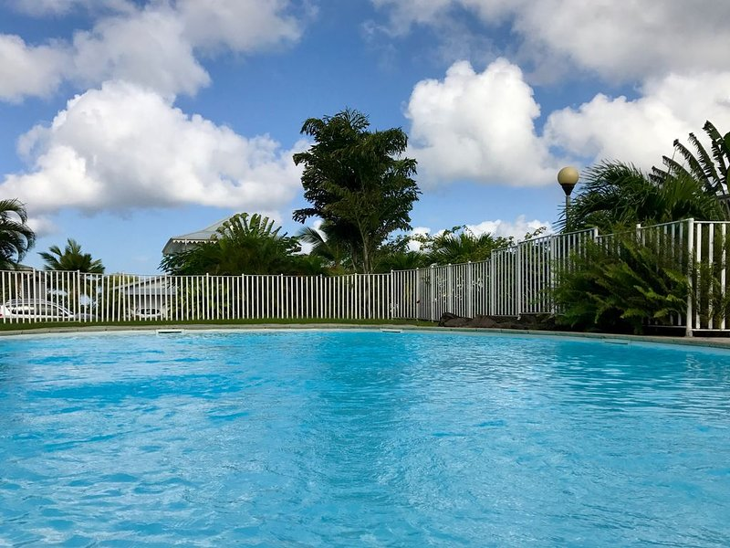 Appartement T3, haut standing, piscine, 4 pers, vue panoramique = TOP VACANCES, location de vacances à Trois-Ilets