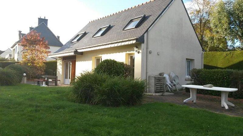 Maison avec jardin clos, accès à la plage par sentier piétonnier, alquiler vacacional en Cotes-d'Armor