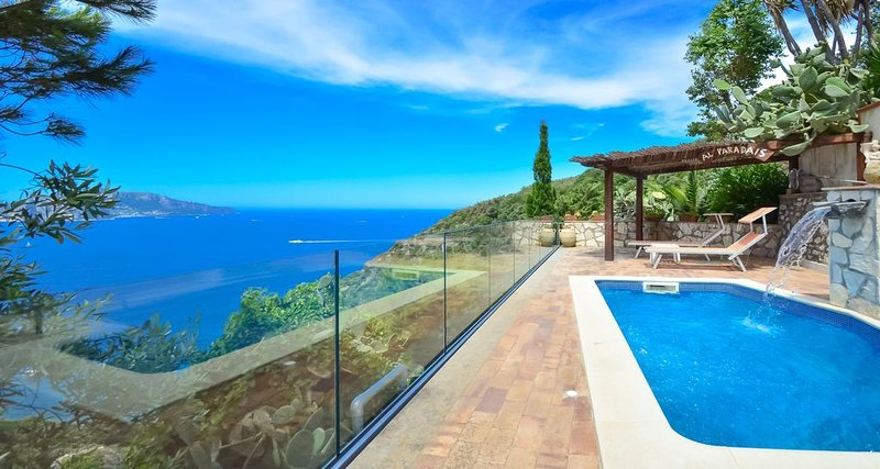 Beautiful VILLA BACCO with stunning sea view, pool, garden and terrace, vacation rental in Roncato