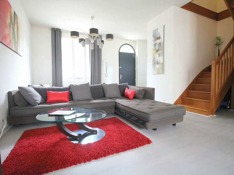 Maison 8pax idéal Shopping Val d'Europe Vallee Village Disneyland (ELBE7), vacation rental in Serris