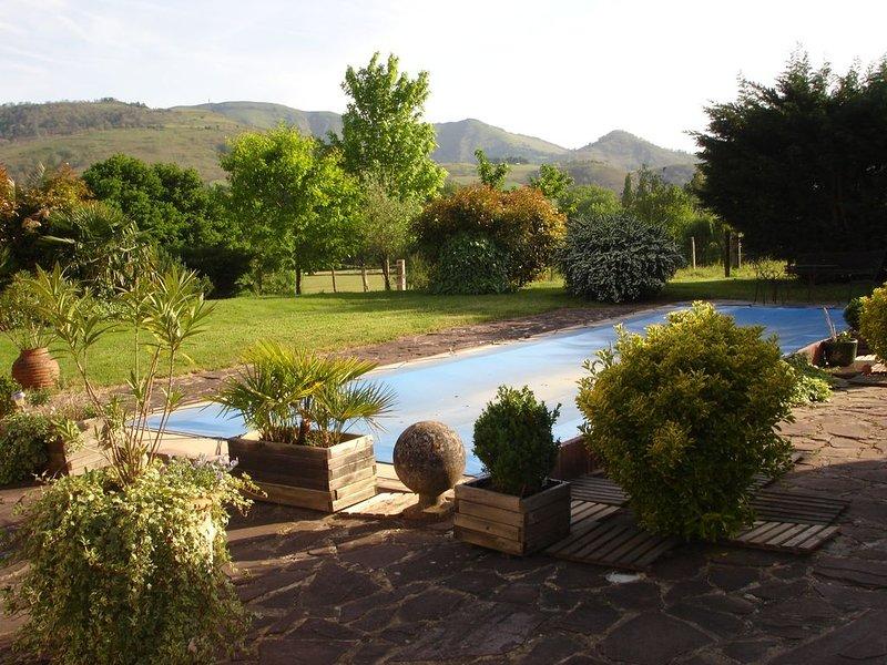 Gîte 2 personnes ; de plain pied; avec piscine partagée ;, holiday rental in Bidarray