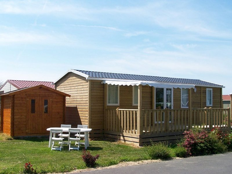 MOBIL-HOME bord de mer pour 8 personnes, vacation rental in Grandcamp-Maisy