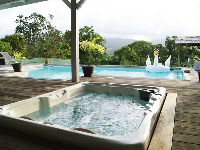 TRES BELLE VILLA TOUT CONFORT - STYLE TROPICAL EN GUADELOUPE, holiday rental in Lamentin