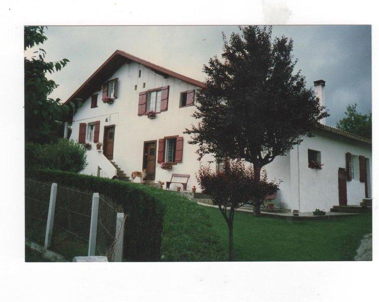 Gite classé par la prefecture   pour vacances et cure thermale, casa vacanza a Saint-Esteben