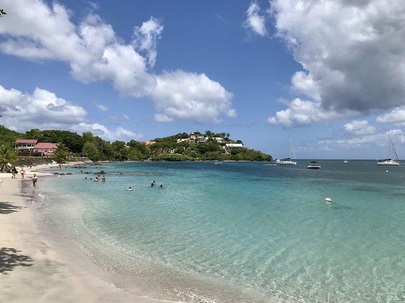 Très beau T3 équipé à 150m de la plage, 4 adultes + 1 enfant = SUPER VACANCES, holiday rental in La Pagerie
