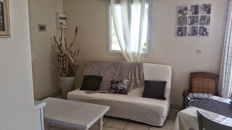 Piscine chauffée - Calme et vue imprenable plein Sud, holiday rental in Antraigues-sur-Volane